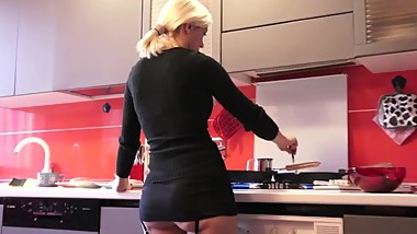 Blonde mature housewife has a so short skirt that we can easyly see her ass