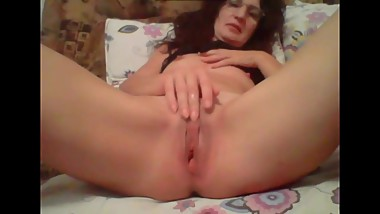 sexy milf masturbates on webcam