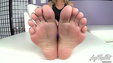 Nikki Ashton - Can't Stop Stroking For Feet - JOI