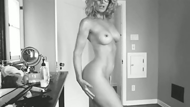Oiling up myself before a gangbang (Mom - Milf - Mature - Cougar)