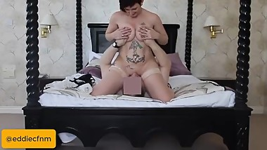 Real, homemade, amateur FACESITTING - Milf Marie on a 4 poster bed