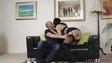 Mature uk babe bounces on cock after oralsex