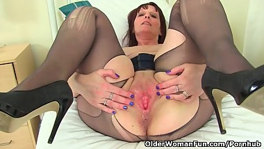 British milf Beau Diamonds toys her creamy cunny
