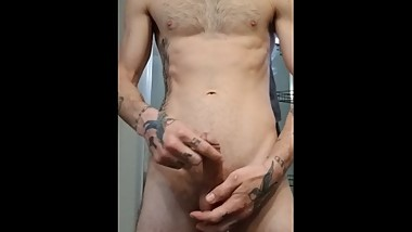 Watch me make my dick really thick and hard