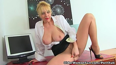 UK milf Lucy Gresty is the teacher you wish you had when you were in school