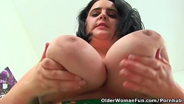 English BBW Sarah Jane stuffs her fanny with dildo
