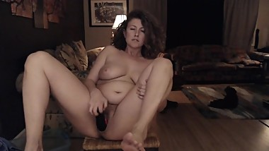 Mature woman is desperate to cum