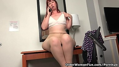 American BBW milf Scarlett has phone sex in office
