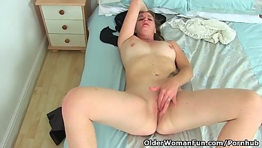 English milf Jozie strips off her clothes and gets herself off with fingers