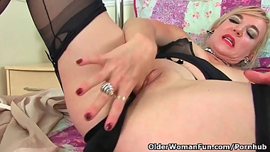 British milf Mouse loves to stuff her fanny with things