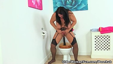 Nothing beats a black fanny filling on the toilet