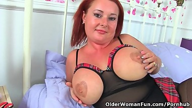 British milf Diamond works her shaven fanny