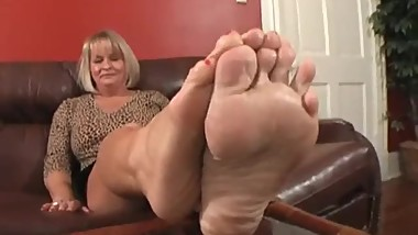 Simones stinky mature feet