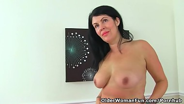 English milf Sassy lets us enjoy her juicy fanny