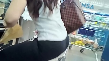 Candid hot fit mature with perfect ass and body in leggings (no sound)