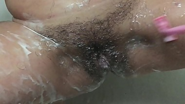 Again pussy shaving close up