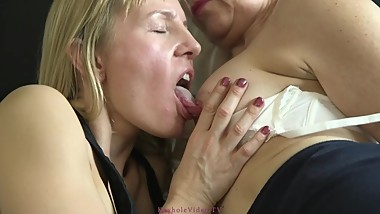 Brit slut MILF Kate Aveiro (aka Kerry Atkin) lesbian romp with mature woman