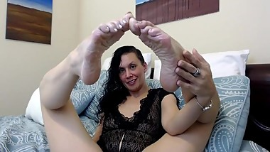 Goddess Shasha Understands Your Foot Crush