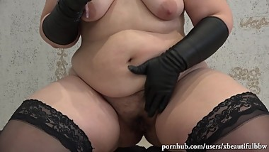 beautiful bbw with big juicy ass and hairy cunt jerking off her ass