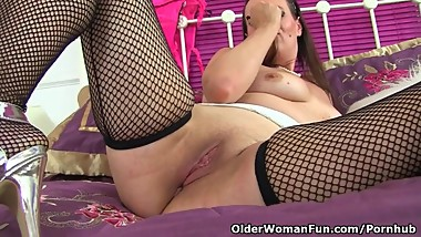 Euro milf Annabelle More works her pussy with a sex toy