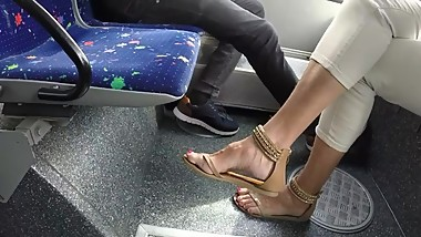 BEST 2018 SEXY TEEN MILF LEGS CROSSED TOES AMATEUR VOYEUR CANDID FEET 121