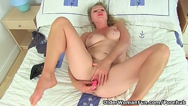 The utterly gorgeous Abi from the UK gives her shaven fanny a treat
