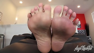 Nikki Ashton - Foot slaves Can Cum Today - Feet JOI