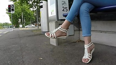 BEST 2018 SEXY TEEN MILF LEGS CROSSED TOES AMATEUR VOYEUR CANDID FEET 104