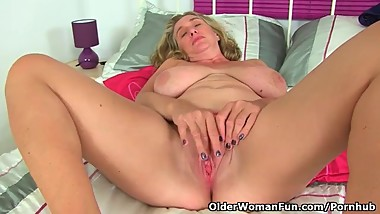 British milf Camilla Creampie didn't put on her knickers