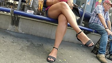 BEST 2018 SEXY TEEN MILF LEGS CROSSED TOES AMATEUR VOYEUR CANDID FEET 61