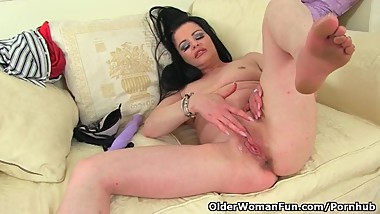 English milf Sarah Kelly fucks herself with a big dildo