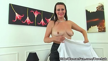 Euro UK milf Annabelle More puts her fingers to work
