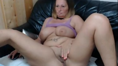 Maturekate / Badmumerica playing tits and pussy