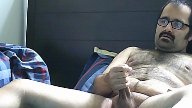 DISABLED DUDE JERKS OFF AND EATS HIS OWN CUM