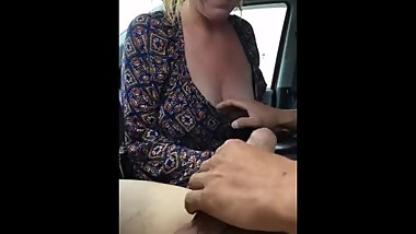Hooker gives an incredible bareback blowjob