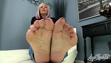 Angel Kissed Feet - Sexy MILF Nikki Ashton Makes you Jerkoff For Her Feet
