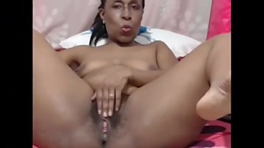 Mature ebony maturbate