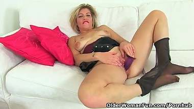 UK milf Filthy Emma lets you enjoy her succulent cunt