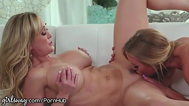 Brandi Love se folla a su amiga Nicole Aniston