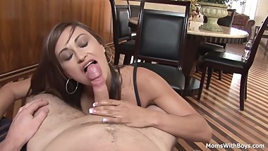 Giving My MILF Neighbour The Facial Cumshot
