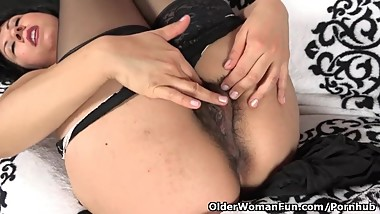 American milf Vivi needs to rub her hairy pussy