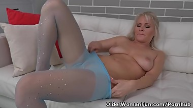 Euro milf Kathy Anderson takes care of her hungry pussy