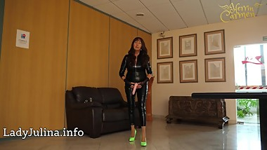 Mature Shiny Catsuit Herrin Carmen Transformation zum Eunuch German Domina