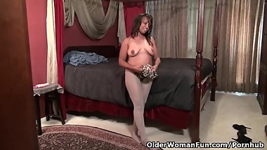 American milf Lexus gives herself a treat with a dildo
