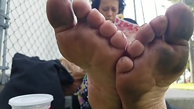 Random Mature Lady Shows 0ff Her Dirty Feet