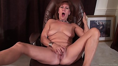 Mature lady Brook playing with her shaved vagina porn video