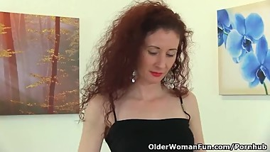 UK milf Scarlet pokes her fanny with a dildo