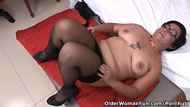 Latina milf Alicia shows us her little secret