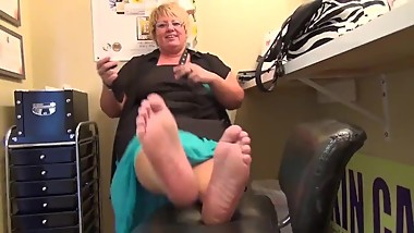 BLONDE MATURE BBW WIDE SOLES (preview)
