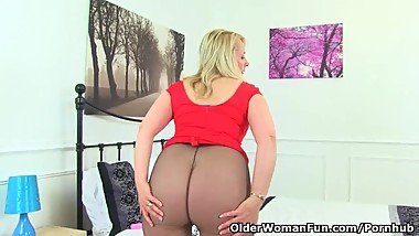 British milf Michelle doesn't wear knickers just tights